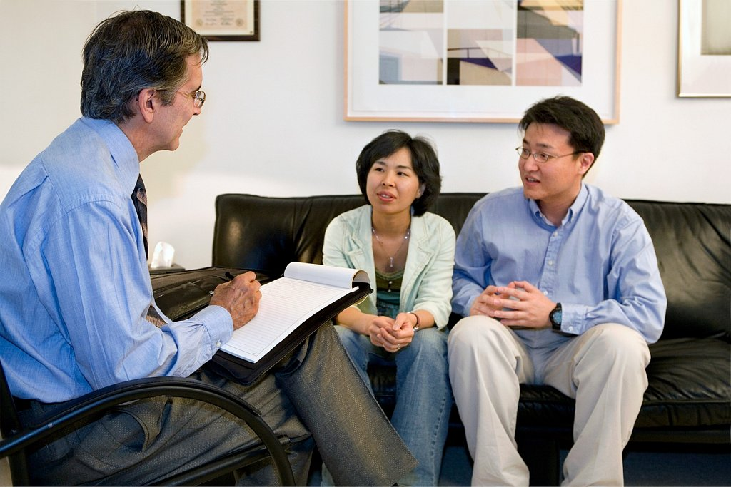 Psychotherapist counsels couple